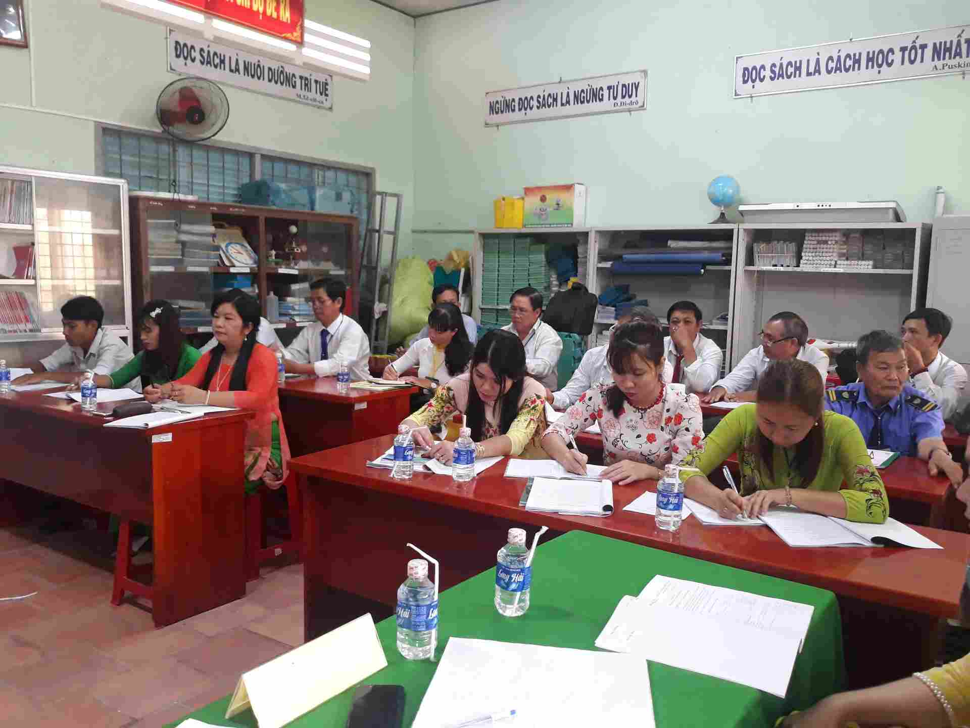 Buổi Hội nghị có tham gia tất cả CBGV-CNV nhà trường