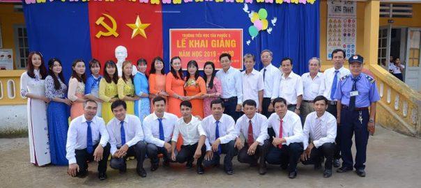 Tập thể giáo viên - nhân viên Trường TH Tân Phước 3 quyết tâm gặt hái thành tích trong năm học 2019 -2020